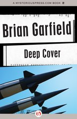 """Deep Cover"" door Brian Garfield"